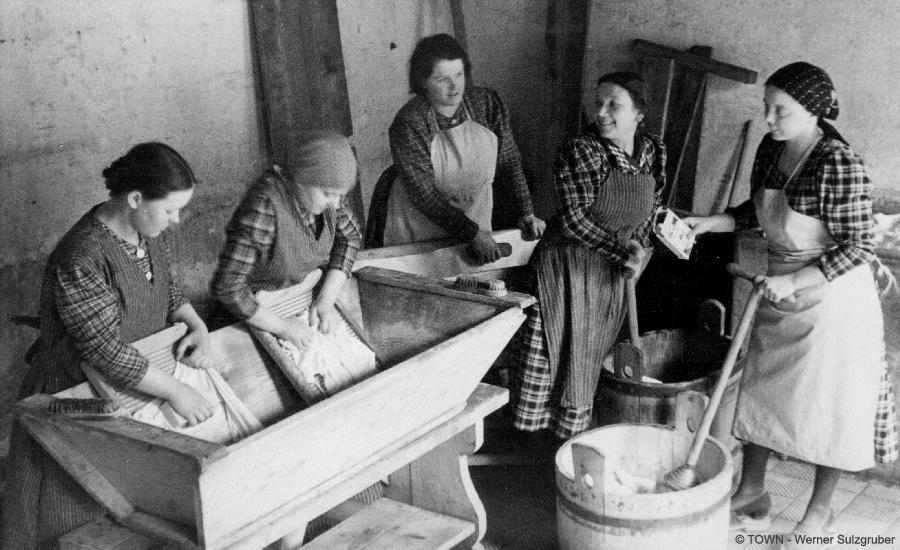 Erinnerungsort Vor 100 Jahren - Waschplätze und Schwabbänke